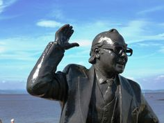 Eric Morecambe smiling statue on the prom on Morecambe Bay #Lancashire