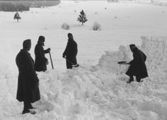 Jewish conscripts in Company 108/57 of the Hungarian Labor Service at forced labor clearing snow from a road. 1941-1942.