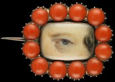 Yellow gold brooch with border of 12 coral half beads, ca. 1820. Collection of Dr. and Mrs. David Skier. #lookoflove #eyeminiatures #loverseye