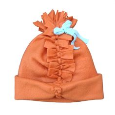 No-Sew Fleece: Simple Pom-Pom Hat (ready in 10 minutes; you only need fleece, some tape and scissors!) #easy #simple #cute #kids #girls #DIY #nosew
