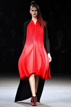Yohji Yamamoto Fall 2012 Ready-to-Wear