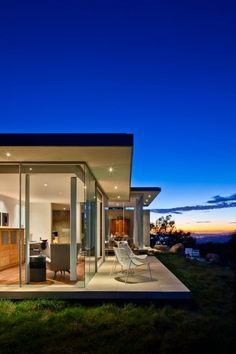 Neumann Mendro Andrulaitis Architects designed this residence in Carpinteria, California.