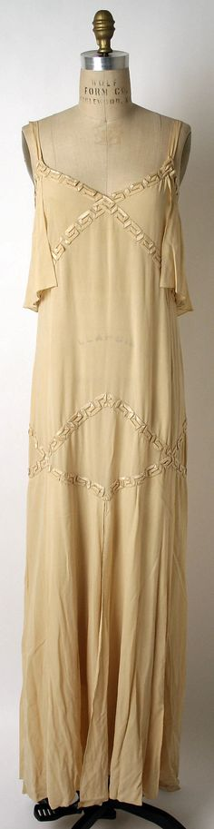 silk evening gown, 1926, Molyneux.  Lovely ribbon work