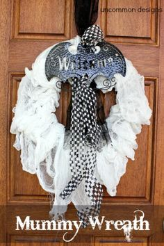 Spooky Halloween Mummy Wreath #spookyspaces