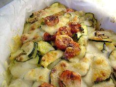 Monica Bianchessi ci prepara una versione di parmigiana di facile e veloce realizzazione, a base di patate e provolone dolce. Un piatto unico adatto a grandi e piccini. http://www.alice.tv/ricette-cucina/piatti-unici/parmigiana-patate-provolone