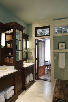 House of Turquoise.. Pretty bathroom