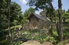 'Hobbit House' in Pennsylvania Countryside