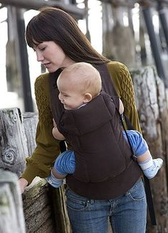 We love the versatility of this carrier from @Bec Owen Baby Carrier (baby can be forward or inward facing), and weeSpring parents gush about the flexibility to cross the straps in the back to give extra support. #babygear