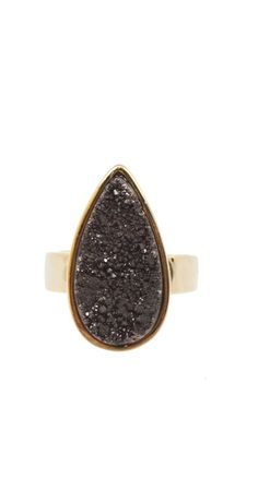 The elegant and simple design makes the Stardust Quartz Ring the pefect acessory for the fall.