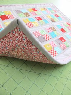 Awesome tutorial for binding a quilt with very clear photos --