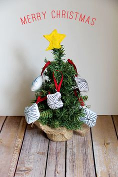Perfect for a little tree! We love these snowflake ornaments from @Jess Pearl Abbott > Sewing Rabbit #fabulouslyfestive