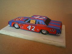 Here a Nascar`s machine - the legendary 1972 Dodge Charger of Richard Petty.  For the future I will post the same model with better textures.  In the .rar arquive are included the Sketchup and Pepakura files, if someone want to modify the model.  Download this free paper model at Papermau!