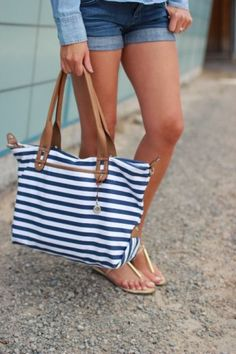 Tips to eep your summer beach/pool bags organized.