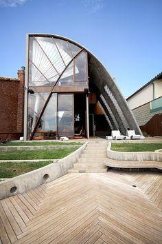 John Lautner's Stevens House, love the herringbone deck