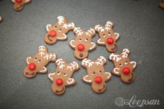 use a ginger bread man cookie cutter to amok cute reindeer cookie cut outs