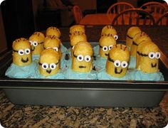 Despicable Me minion cupcakes made out of twinkies.