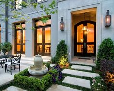 #boxwood courtyard - love this