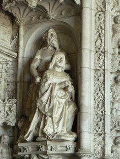 Statues of King Manuel I (kneeling in front) and Saint Jerome (behind) on the left side of the west portal of the Church of Santa Maria, Mosteiro dos Jerónimos (Hieronymites Monastery), Belém, Lisboa (Lisbon), Portugal.  The Hieronymites Monastery (o Экскурсии Каталония ! Отдых Барселона ! Русский гид #Испания #Барселона http://vipgid.wordpress.com/