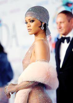 riri nakey - pop culture hors, fashion, belleza, girl, descomplicado, coutur, gorgeous, dress, celeb