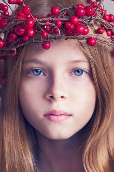 orang, crowns, wreath, maternity shoots, beauty, angels, cranberries, portrait, eyes