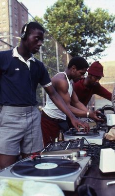 Henry Chalfant 3DJs: Park Jam at the Patterson Houses, the Bronx, 1982. Courtesy of the artist