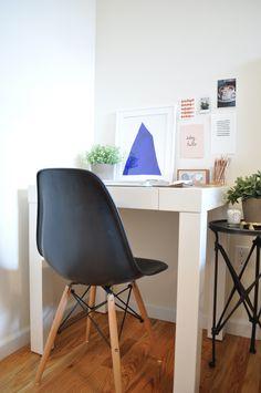 in the corner : pure & simple jean, desk space, chairs, dream, desks, decorgreat, design blogs, black, alex o'loughlin