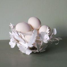 Fil de fer et papier de soie mêlés à de jolies idées et un peu d'huile de coude, se transforment en ravissant nid de Pâques !