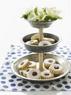 thread spools, craft, baking pans, wooden spools, cake stands, tart pan, tin, pie, cake pans