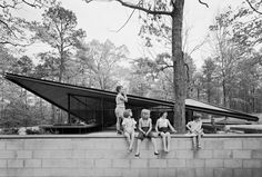 15 Mid Century Modern homes that will kill your children. :D