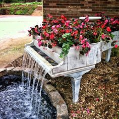 Awesome Piano water fountain. This is so cool
