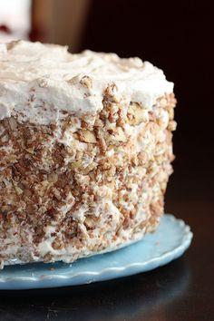 Banana Cake w. Praline Filling & White Chocolate Ganache Recipe