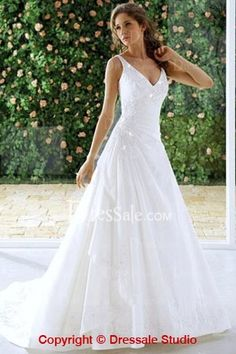 Causal A-line Wedding Dresses with Plunging Neckline.... BEAUTIFULLLLLL I WANT!! In Like 4 years...