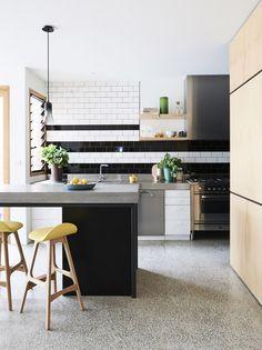 I love the monochrome strip in this kitchen! #kitchen #eating #interiordesign #homedecor #design #interior #kitchenisland