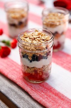 4th of July Yogurt Parfait: A snack, dessert or breakfast that's just as healthy as it is pretty  #4thofjulydesserts #4thofjulyideas