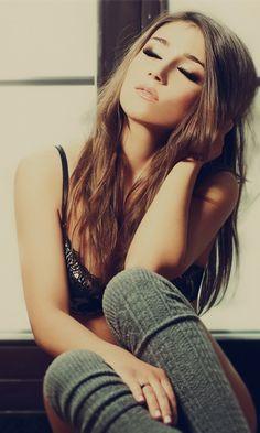 L, long light brown hair