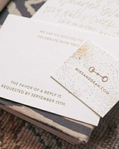Small cards with the couple's wedding website boasted a small horse bit icon, fitting for their Kentucky wedding