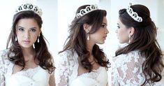 Penteado de noiva estilo princesa: solto com coroa.