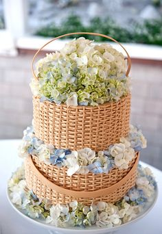 Preppy Nantucket basket wedding cake by Jodi's Cakesl; Photos by Zofia Photo #weddings