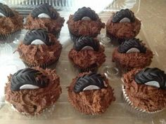 Tire cupcakes.....perfect accent to the cake <3 love this.. we should do this.. Tire Cupcakes, Car Cakes, Fashion, Classic Cars, Mascaras, Makeup, Food, Families, Haute Couture