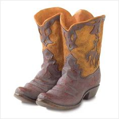 cowgirl boots, cowboy boots, gardens, flower pots, boot planter, planters, designer bags, garden plants, themed parties