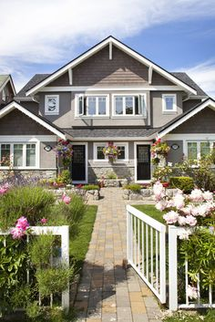 Traditional Home Stucco Exterior Design, Pictures, Remodel, Decor and Ideas - page 3