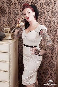 Pin up rockabilly vintage nude dress