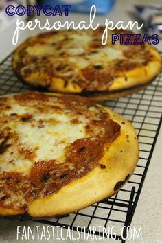 Copycat Personal Pan Pizzas | www.fantasticalsharing.com | #pizzahut #pizza #copycat