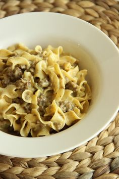Don't be fooled! This is not your average Hamburger Helper supper. It is SO.MUCH.BETTER! It makes a great week night meal. It would also be a great thing to take to a pot-luck or luncheon with ... Noodl Casserol, Averag Noodl