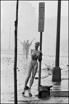 Burt GLINN :: Aftermath of the riots the morning after the assassination of Martin Luther King Jr. / Washington D.C.,  1968