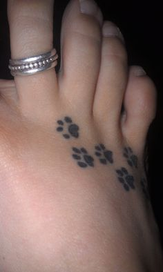 Now there's a good tatoo  - paw prints!  I just need to figure out where to put them.