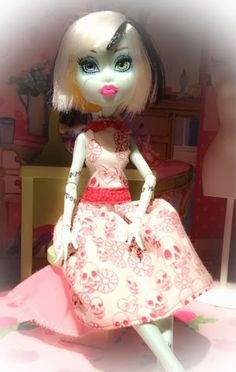 DIY doll projects : Monster High custom clothes tips