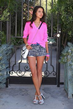 This is a great outfit! I love the printed shorts and the brightly colored top! #prints #brights