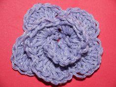 Plooshy Craft: How to crochet a rose flower. / Cum sa crosetezi un trandafir.