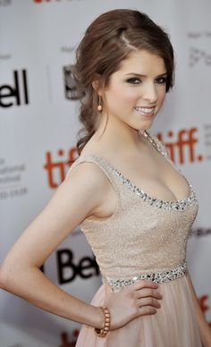 Anna Kendrick cleavage in a champagne colored dress